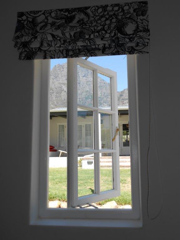 Casement window (14)