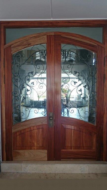 Entrance door (91)